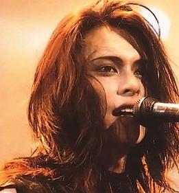 BUCK,TICKは音楽性も評価されていましたが、櫻井さんのビジュアルの魅力も凄まじく、とんでもない勢いで人気バンドに登りつめました。